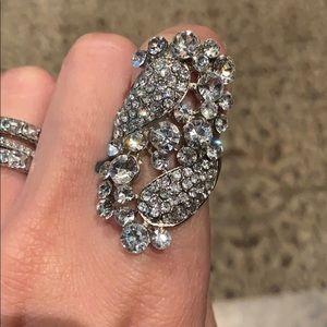 Beautiful rhinestone ring. Size 6